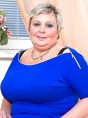 Big busty mature lady getting very naughty