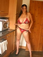 Mature milf housewife Keesje is stripping